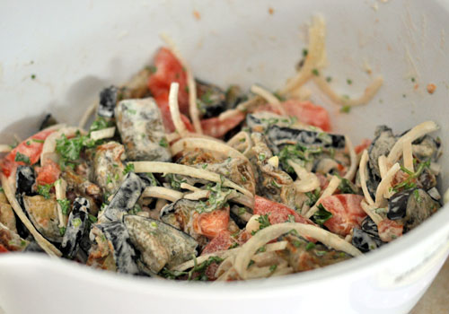 Легкий русский салат из баклажанов
