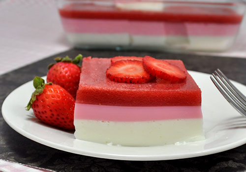 Easy Strawberry Gelatin Dessert