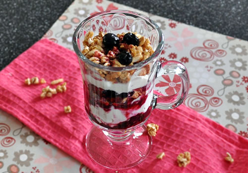 Healthy Berry Parfait with Yogurt photo instruction 3