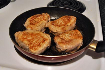 Свиные отбивные с соусом из красного вина фото инструкция 2