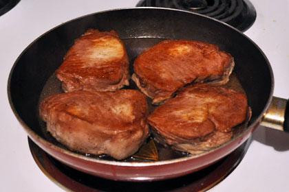 Свиные отбивные с соусом из красного вина фото инструкция 3